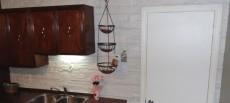 """Dosseret de comptoir de cuisine, revêtement imitation pierre, papier recyclé à 100%,  modèle """"CÉLESTINE"""" (couleur céleste) fabriqué par DÉCO LOGIQUE."""